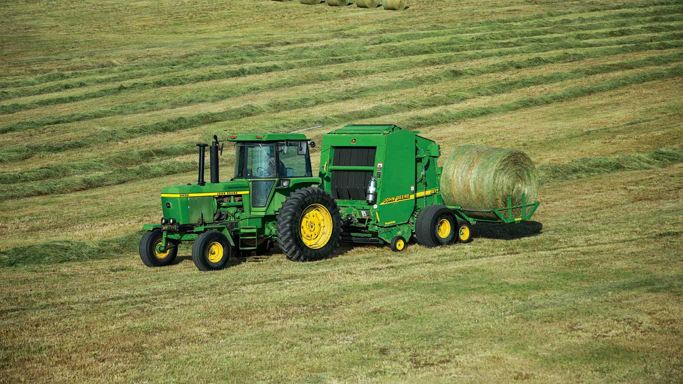 All John Deere A520R and A420R Plus 2 Accumulators are compatible with 1.82 m diameter John Deere 7, 8, 9 and 0 Series Round Balers.