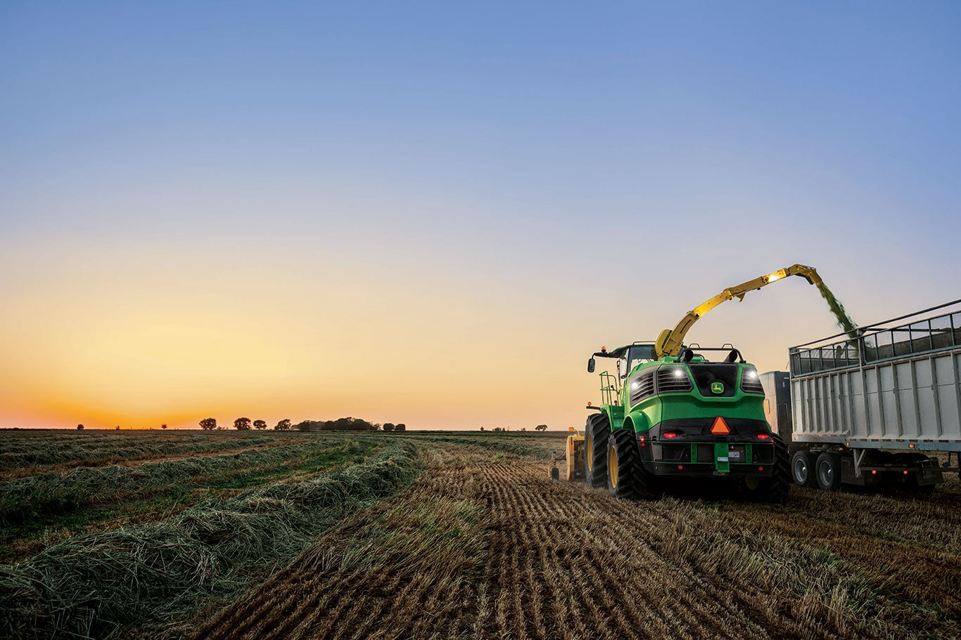 John Deere 9000 Series Self-Propelled Forage Harvesters provide up to 400 tonnes of throughput per hour