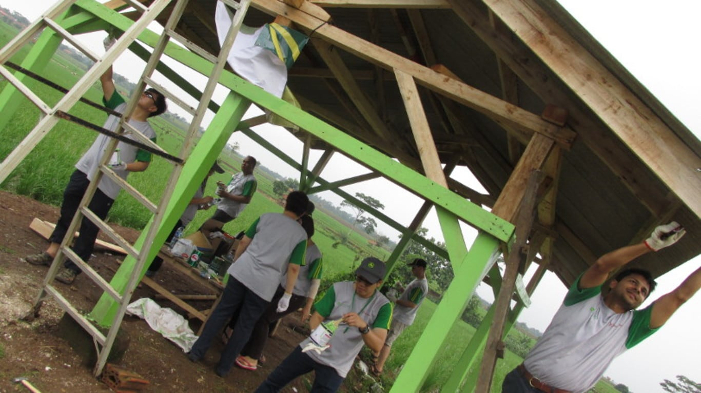 John Deere Asia volunteers help renovate rice farmer meeting structures in Indonesia