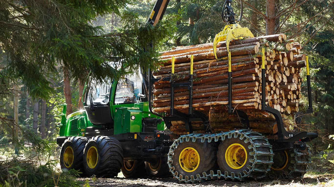 John Deere 810E with load